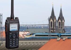 Radiostanice Hytera s Prahou v pozadí