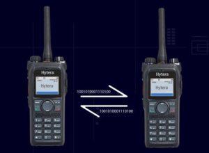 Plně duplexní hovory s radiostanicí PD985