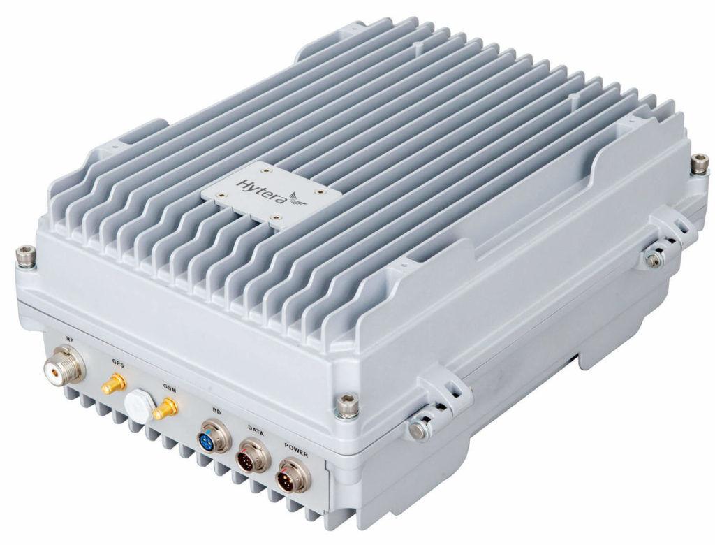 Ad Hoc základnová stanice Hytera E-Pole pro pevnou instalaci na stožár nebo zeď zajistí spolehlivou komunikaci bez nároku na propojení