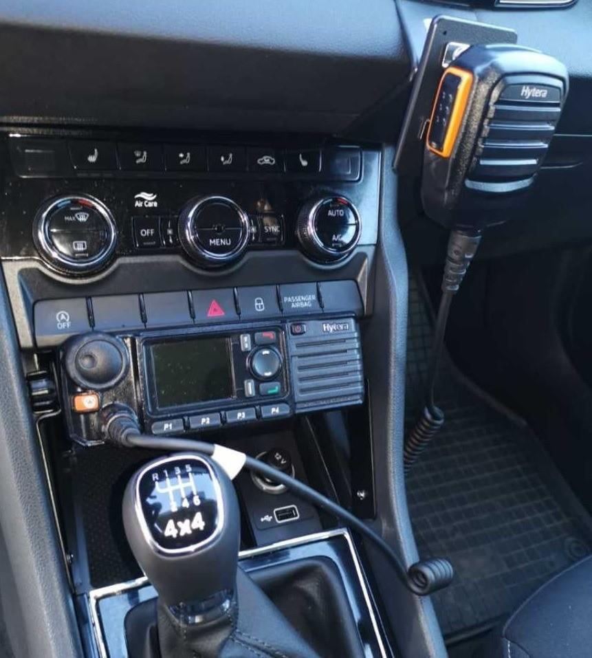 Digitální vozidlová radiostanice Hytera MD785iG ve vozidle ZSE